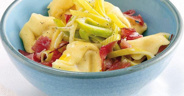 tortellini lauch salat rezept k cheng tter. Black Bedroom Furniture Sets. Home Design Ideas