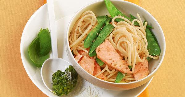 Lachs-Spaghetti mit Pesto