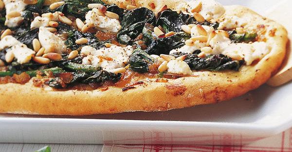 pizza mit spinat und ricotta rezept k cheng tter. Black Bedroom Furniture Sets. Home Design Ideas