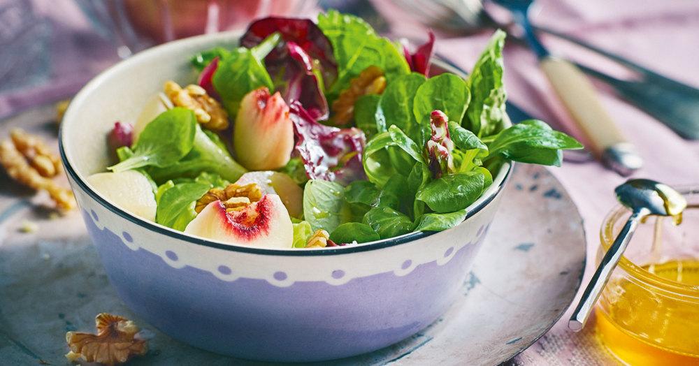 bunter salat mit pfirsichen rezept k cheng tter. Black Bedroom Furniture Sets. Home Design Ideas