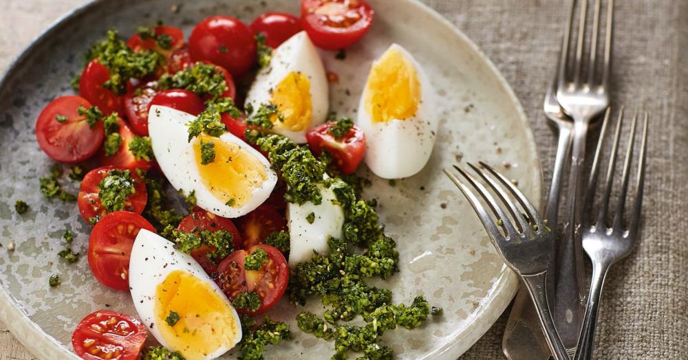 tomaten eier salat mit petersilien k rbiskern pesto rezept k cheng tter. Black Bedroom Furniture Sets. Home Design Ideas