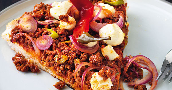 Fladenbrot-Pizza mit Hackfleisch