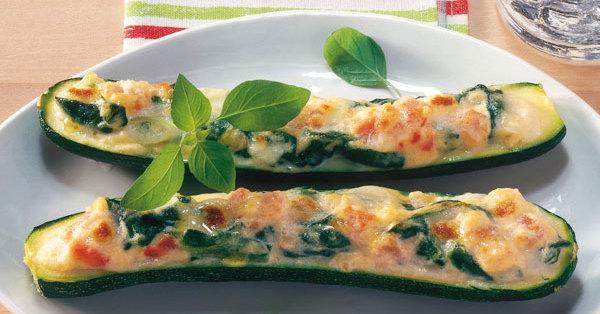 zucchini mit spinat k se f llung rezept k cheng tter. Black Bedroom Furniture Sets. Home Design Ideas