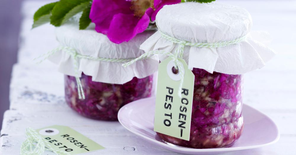 Rosen-Pesto mit Mandeln