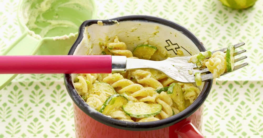 zucchini minze nudeln rezept k cheng tter. Black Bedroom Furniture Sets. Home Design Ideas