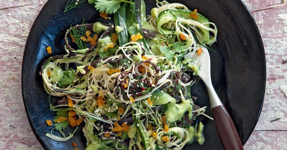 gurken avocado salat mit reisnudeln und meeresspaghetti rezept k cheng tter. Black Bedroom Furniture Sets. Home Design Ideas