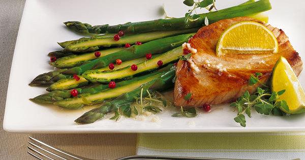 Gegrillter Spargel mit Thunfisch