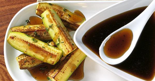 zucchini mit warmer honig vinaigrette rezept k cheng tter. Black Bedroom Furniture Sets. Home Design Ideas