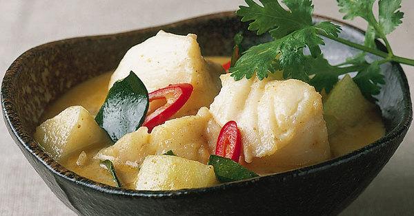 Scharfes gelbes Fisch-Curry