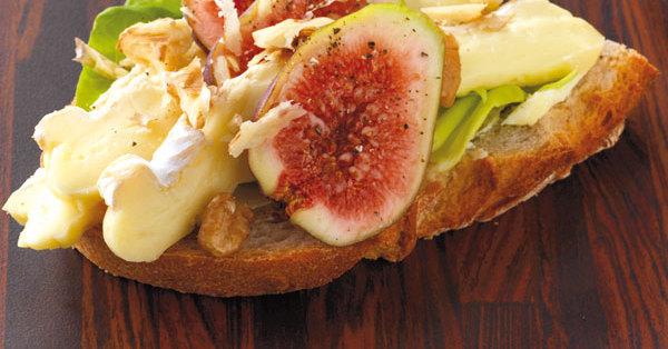 Camembert-Feigen-Brot