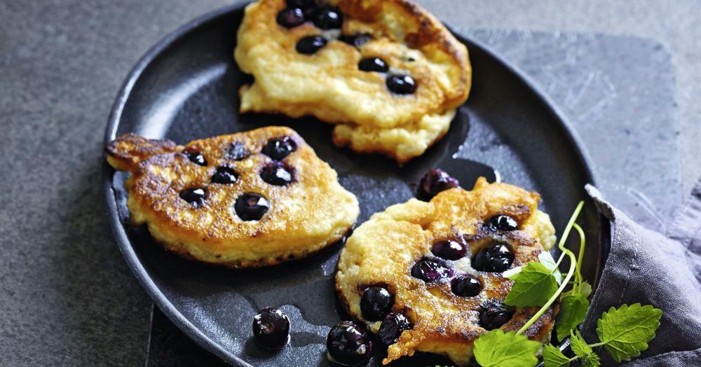 Mandel-Pancakes mit Heidelbeeren | Low Carb Rezept