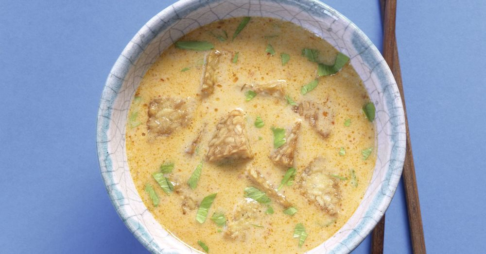 Currysuppe mit gebratenem Tempeh