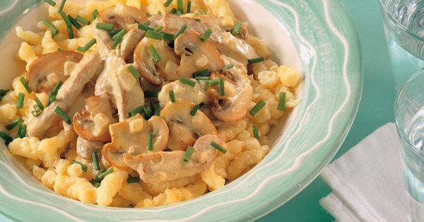 Spätzle mit Fleisch-Pilz-Sauce