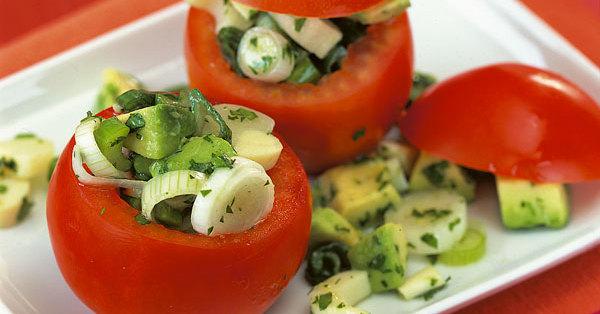 tomaten gef llt mit avocado und palmherzen rezept k cheng tter. Black Bedroom Furniture Sets. Home Design Ideas