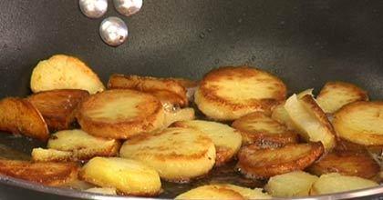 bratkartoffeln einfach und richtig zubereiten k cheng tter. Black Bedroom Furniture Sets. Home Design Ideas