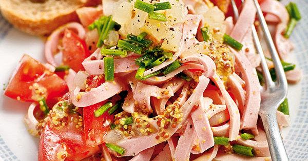 Wurstsalat mit Senfdressing