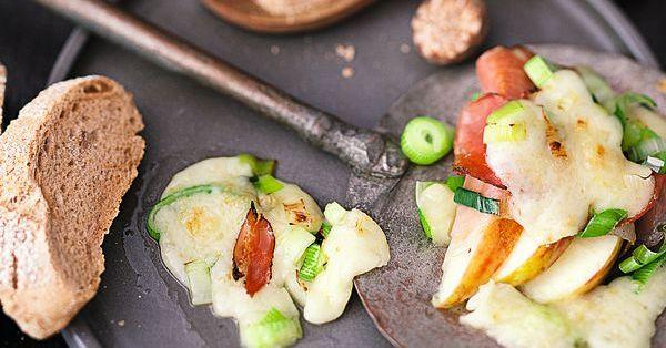 tiroler lauchpf nnchen rezept raclette k cheng tter. Black Bedroom Furniture Sets. Home Design Ideas