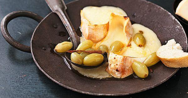 Reblochon mit Trauben Rezept für Raclette