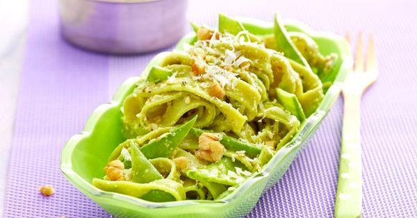 Grüne Nudeln mit Ingwer-Limetten-Pesto