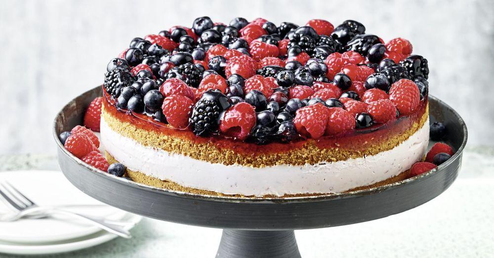 Frischkase Torte Mit Beeren I Rezept Fur Den Thermomix Kuchengotter