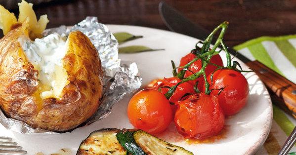 Grillgemüse und Folienkartoffeln mit Dip