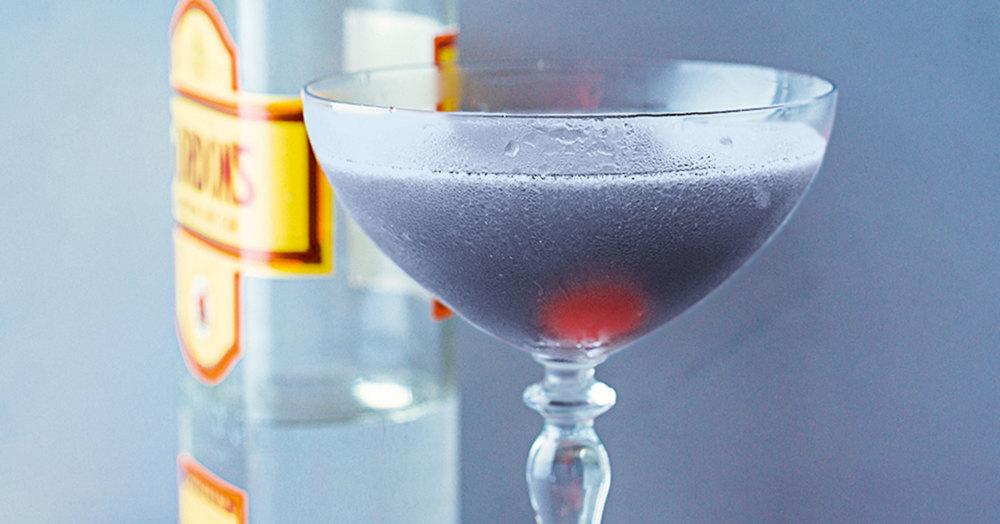 aviation cocktail mit kirschlik r rezept k cheng tter. Black Bedroom Furniture Sets. Home Design Ideas