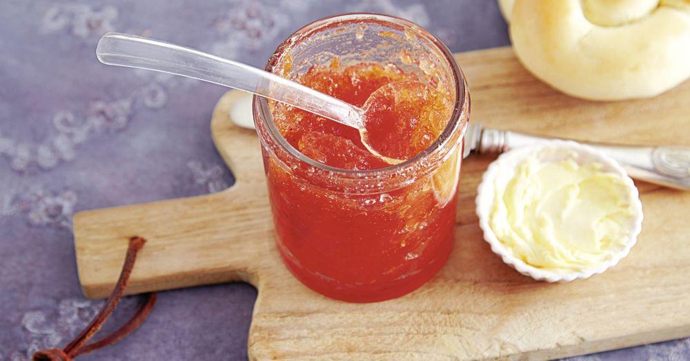 Rosa Grapefruit-Konfitüre mit Aperol