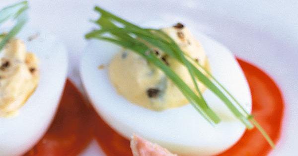 Gef llte eier auf tomaten rezept k cheng tter - Eier hart kochen zeit ...