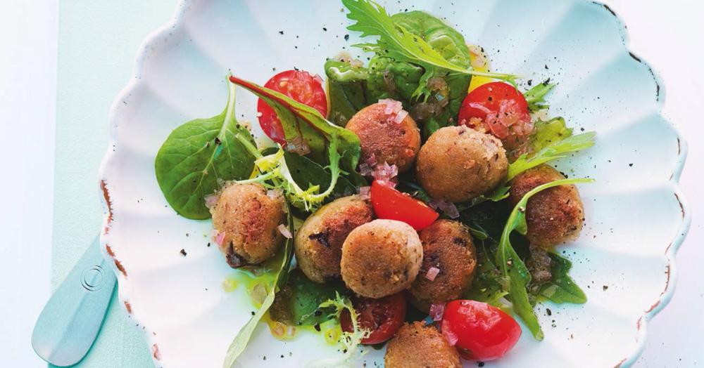 blattsalat mit pfifferling gnocchi und tomaten rezept k cheng tter. Black Bedroom Furniture Sets. Home Design Ideas