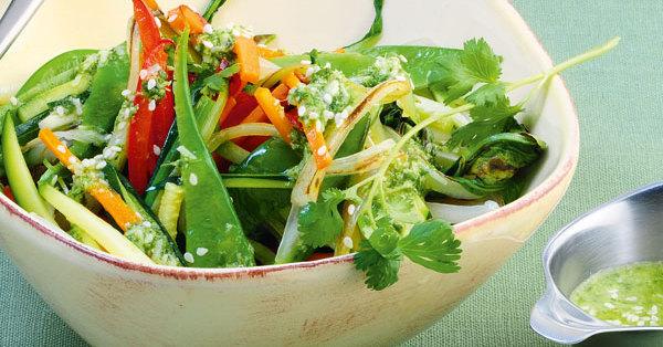 asia gem se salat mit thai pesto rezept k cheng tter. Black Bedroom Furniture Sets. Home Design Ideas