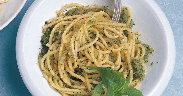 spaghetti mit sizilianischem pesto rezept k cheng tter. Black Bedroom Furniture Sets. Home Design Ideas