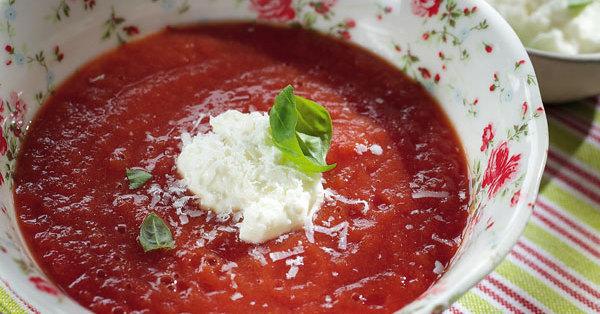 tomatensuppe mit parmesansahne rezept k cheng tter. Black Bedroom Furniture Sets. Home Design Ideas