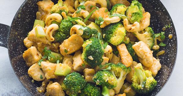 cashew brokkoli mit h hnchen rezept k cheng tter. Black Bedroom Furniture Sets. Home Design Ideas