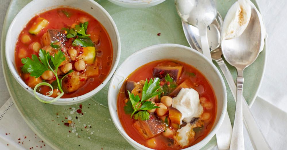 tomaten kichererbsen topf mit sumach joghurt rezept k cheng tter. Black Bedroom Furniture Sets. Home Design Ideas