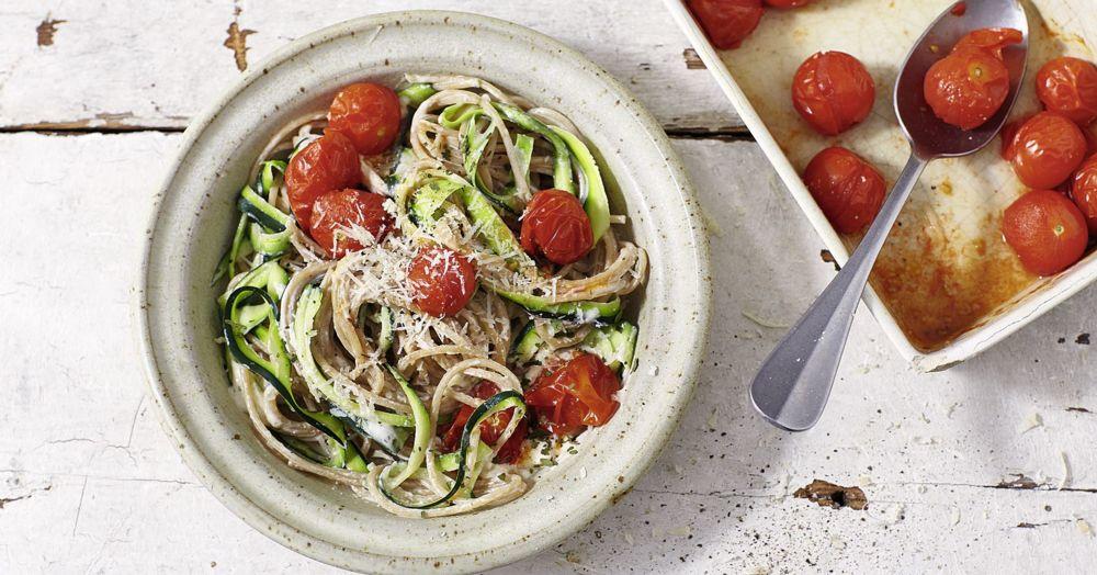 Zucchini-Bärlauch-Pasta mit Tomaten