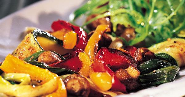 Gegrilltes Gemüse mit Champignons