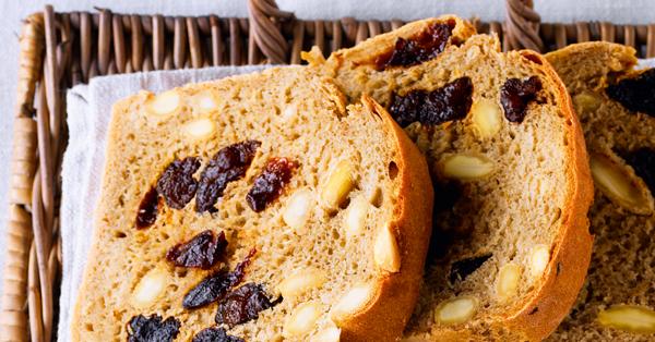Mandel-Pflaumen-Brot