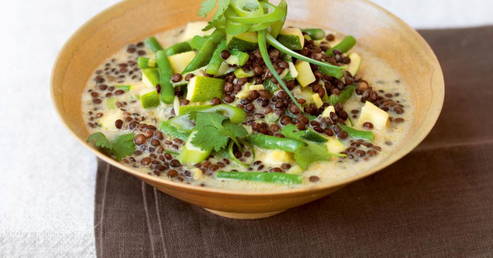 frisch scharfes curry mit bohnen zucchini und belugalinsen rezept k cheng tter. Black Bedroom Furniture Sets. Home Design Ideas