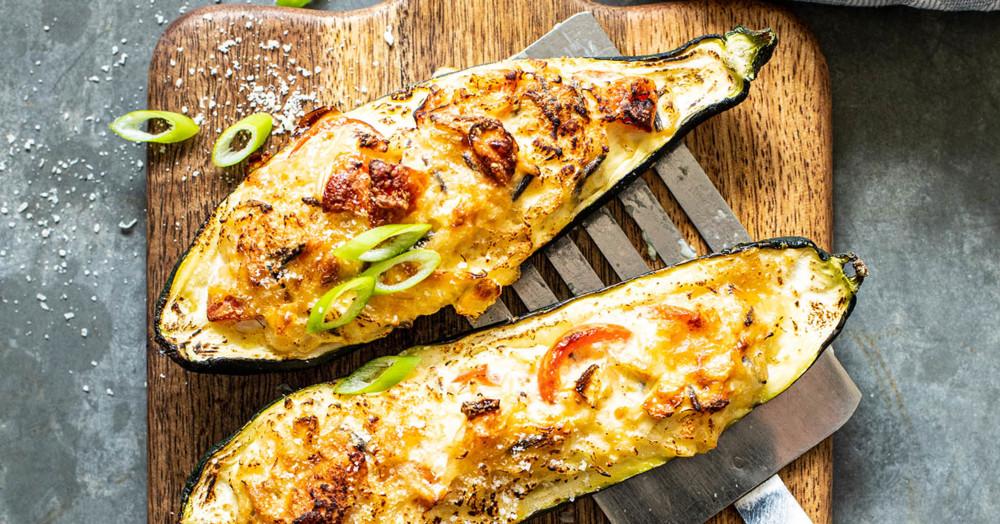 Vegetarisch gefüllte Zucchini aus dem Ofen