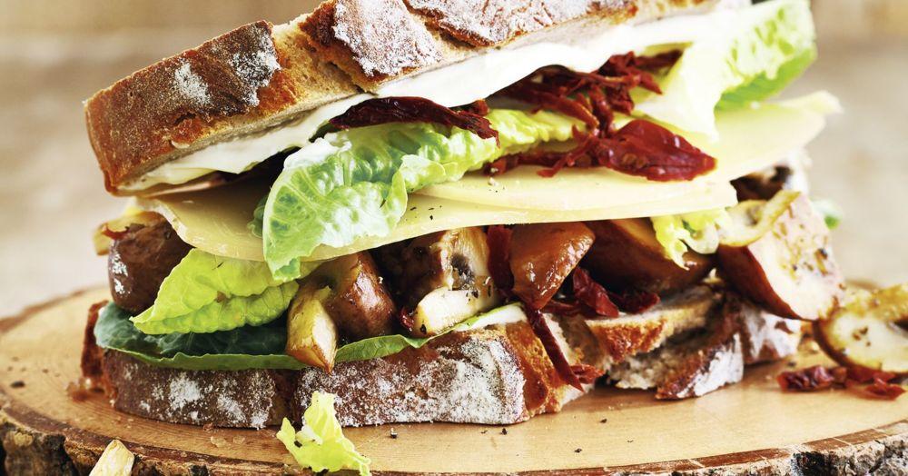 Sandwich mit Appenzeller und Champignons