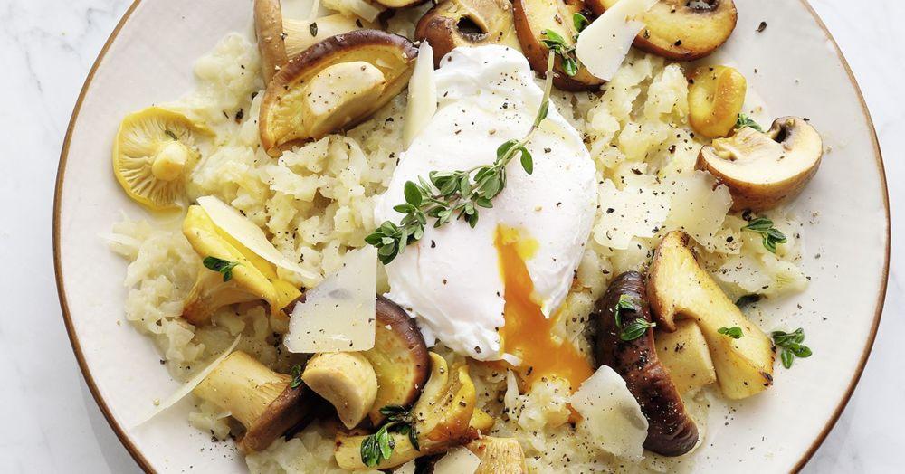 Topisotto mit gebratenen Pilzen und pochiertem Ei