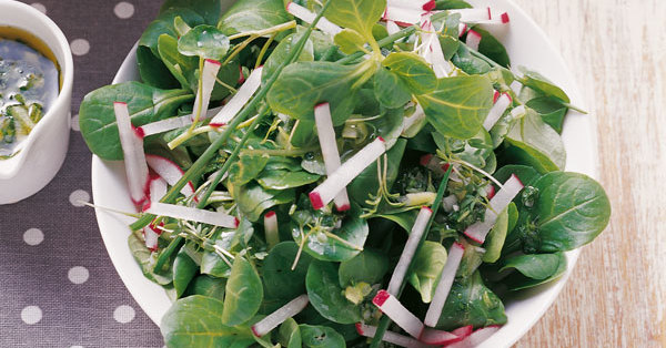 Feldsalat mit Kräutersauce