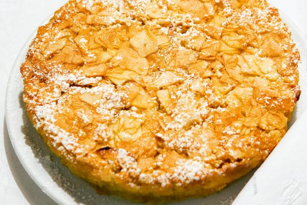 Apfel blechkuchen mit mandeln