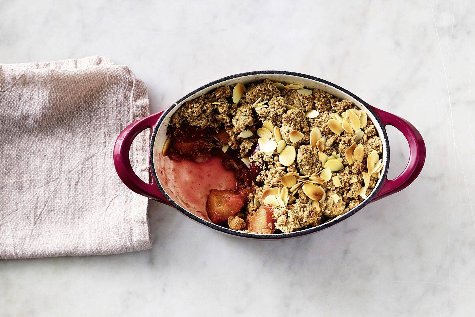 pflaumen crumble mit mandeln rezept küchengötter
