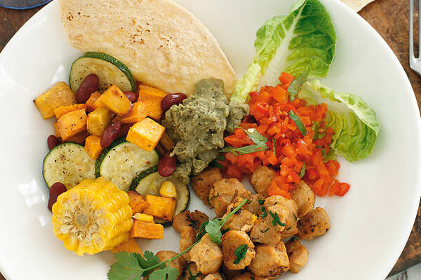 Vegane Burrito-Bowl mit Zitronen-Sojawürfeln