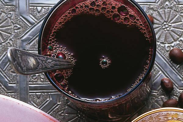 Arabischer Kardamom-Kaffee
