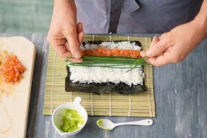 sushi selber machen schritt f r schritt zum perfekten. Black Bedroom Furniture Sets. Home Design Ideas