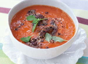 Papaya-Tomaten-Suppe mit Rindfleisch