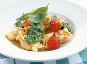 tortellini mit spinat rezept k cheng tter. Black Bedroom Furniture Sets. Home Design Ideas