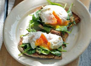 Eier auf gurkensauce rezept k cheng tter - Eier kochen ohne anstechen ...